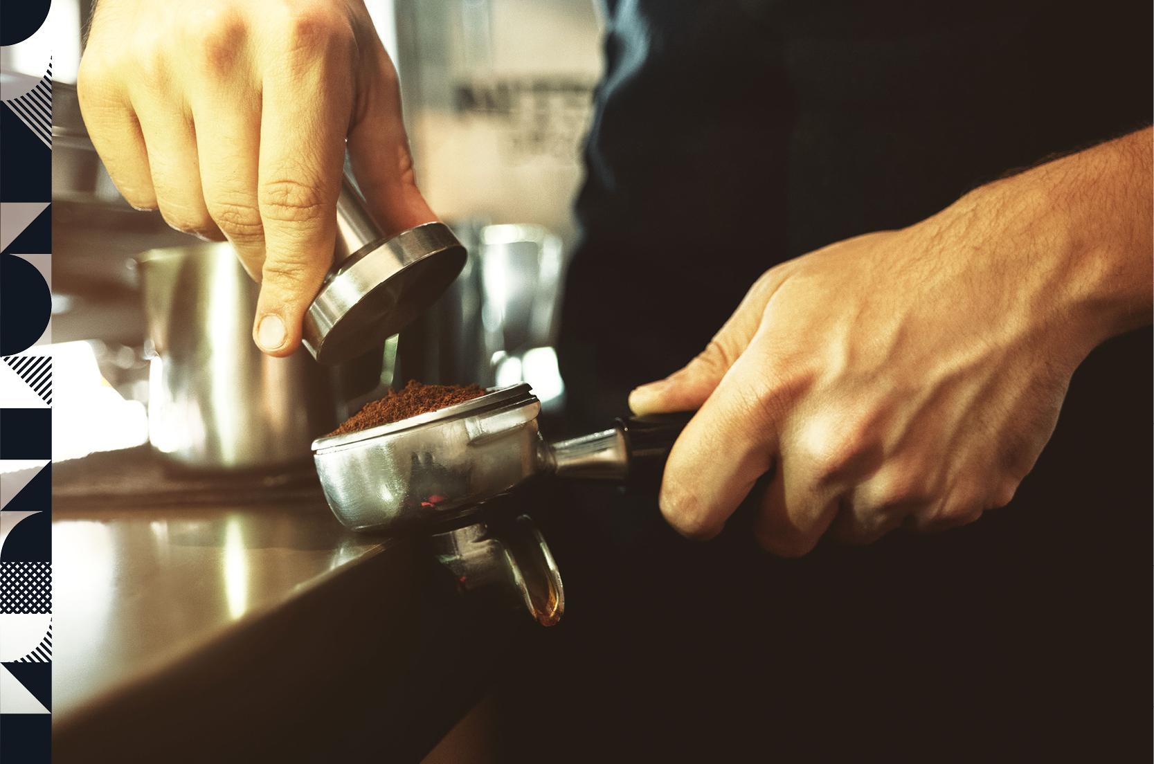 Espresso zubereiten mit dem Tamper